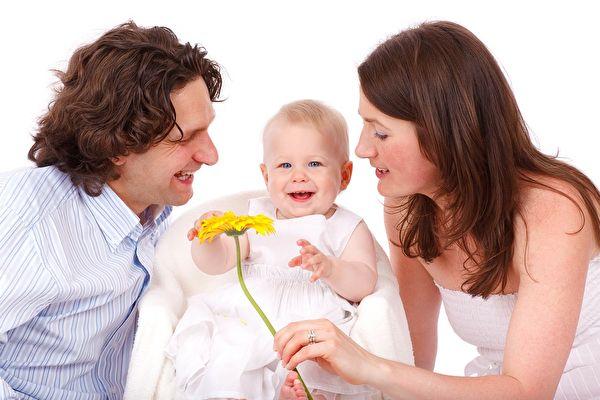 孩子的成长需要父母陪伴,也需要时间学会自我探索。(pixabay)