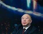 黄奇帆11月16日演讲时,提出外汇储备应由财政部管理,而不是央行独自管理,遭到同台央行研究局局长徐忠的反驳。(Lintao Zhang/Getty Images)