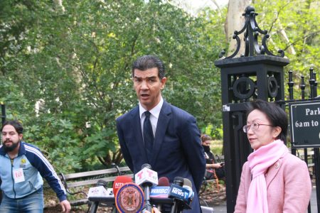 羅德里格斯(Ydanis Rodriguez)呼籲儘快在紐約市行人密集的地方安裝護柱(bollards)。