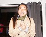 昆士市首位華裔市議員梁秀婷(Nina Liang)當選連任後向支持者致謝。(黃劍宇/大紀元)