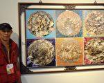 「屏東美展」攝影類「屏東獎」得主,是來自高雄的林威凱與作品「牡丹」合影。(曾晏均/大紀元)