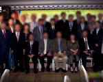"""韩中医疗团队与韩国移植手术患者( 照片:TV朝鲜""""探查报告7""""截图)"""