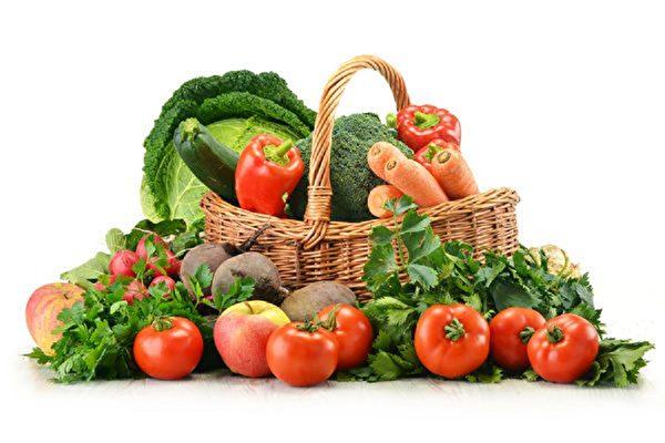 減肥一定要注意飲食均衡,多吃蔬菜水果有益健康。(Fotolia)