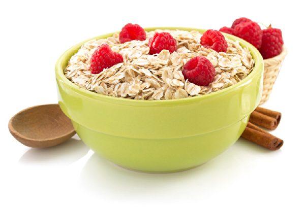 燕麥具有降膽固醇、血脂的作用。(Fotolia)
