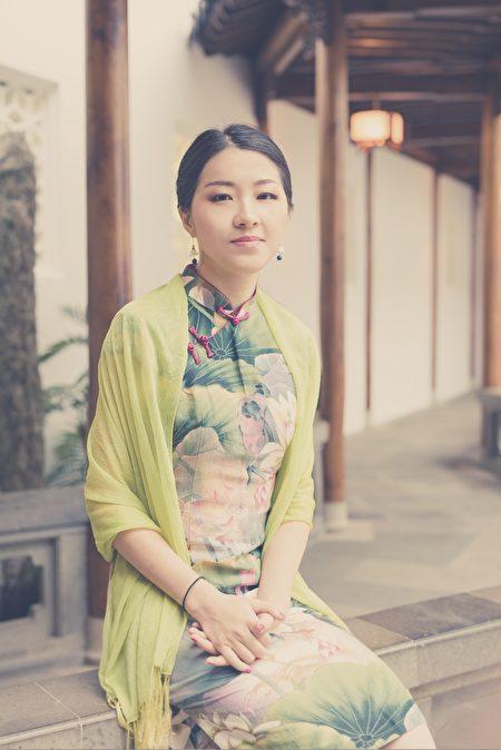 紐約雲坊珠寶設計師田甜在感恩節特別感謝她的師父李洪志先生。在法輪大法修煉中的領悟,幫助田甜找到了設計珠寶的靈感與自信。(田甜提供)