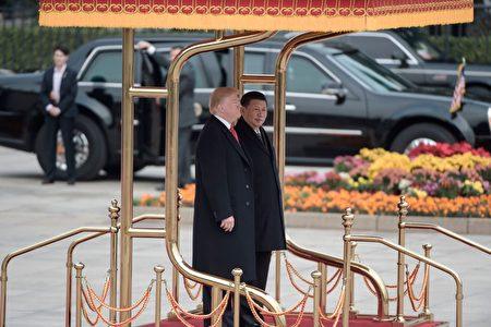 11月9日上午9时许,习近平将在人民大会堂东门外广场举行仪式欢迎川普访华。 (FRED DUFOUR/AFP/Getty Images)