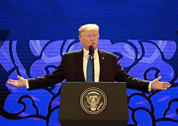 11月10日,川普总统在APEC会议上演讲。(NYEIN CHAN NAING/AFP/Getty Images)