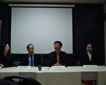 左起:史維會總監劉美玲、大多倫多中華文化中心主席張怡專 、史維會主席王裕佳、樂團指揮賴德梧。(伊鈴/大紀元)
