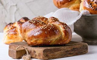 黑白芝麻甜麵包。(fotolia)