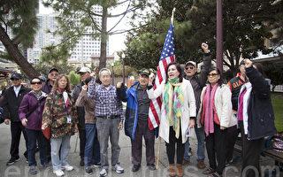 11月3日,部分舊金山華裔社區領袖、居民在中國城花園角集會,敦促市議員在娛樂大麻規範立法方面,支持華裔社區的訴求。(周鳳臨/大紀元)