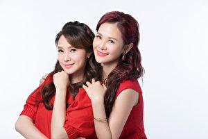 演艺圈最美妯娌陈维龄(右起)、洪百榕代言女性产品,表面和睦私下却互相较劲。(舒密洁公关提供)