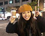 李千娜今年星运亨通,工作满档的她,抓紧中间的小空档,去韩国度假充电刚回来。(环球音乐提供)
