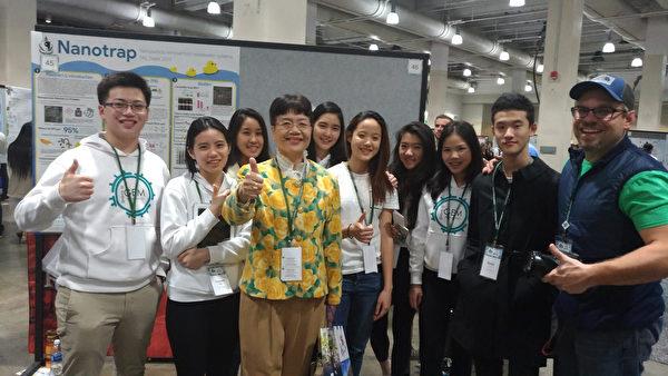 獲得金牌的台北美國學校。(黃俊奇老師提供)