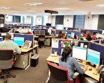 圖:休斯頓市民服務311電話中心平時每日接聽的電話量5400通,在哈維期間和災後,電話量猛翻倍,達到每天1萬2千通。(易永琦/大紀元)