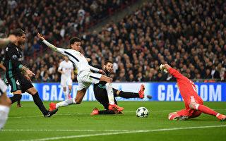 热刺在主场3:1战胜卫冕冠军皇马。图为阿里(中)门前抢点,为热刺首开纪录瞬间。 (Laurence Griffiths/Getty Images)