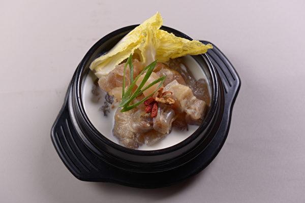 Poong 鲜白的靓汤(Poong提供)