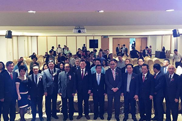馬台經貿協會10日舉行「新南向政策—馬台商機經貿論壇」,駐馬來西亞經濟文化辦事處代表章計平(前排左7)出席,分享經驗給與會人士。(駐馬辦事處提供)