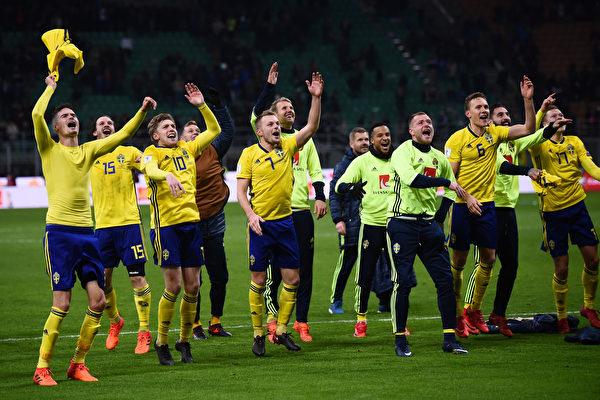 瑞典客場0:0戰平意大利,以兩回合總比分1比0成功獲得了俄羅斯世界盃參賽資格。 (MARCO BERTORELLO/AFP/Getty Images)