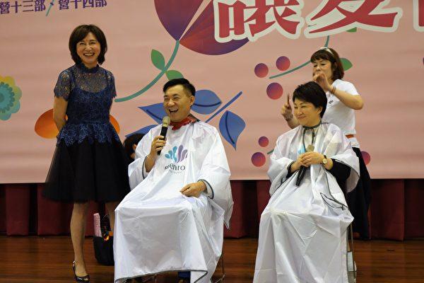 立委盧秀燕(右)、江啟臣(左)一早也出席會場,並擔任開剪嘉賓。(黃玉燕/大紀元)
