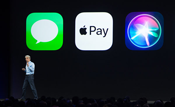 未來使用者手機上的指紋或臉部等生物特徵,就可以用於行動支付。圖為ApplePay。(AFP)