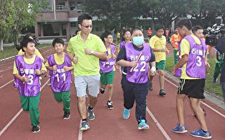血癌童想参加大队接力 同学陪他跑完全程