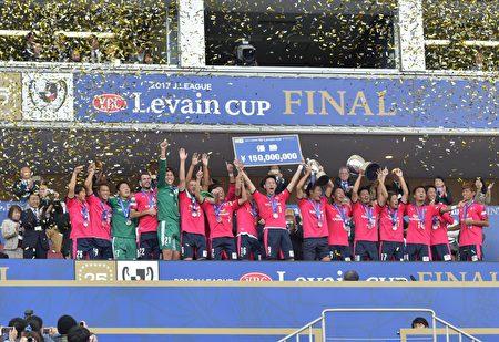 在11月4日舉行的日聯盃決賽中,大阪櫻花隊獲得冠軍。(野上浩史/大紀元)