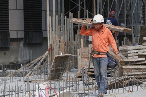 調查發現,對於目前「一例一休」的規定,54.3%勞工「支持」修法,則有45.7%勞工「不支持」,勞方意見呈現分歧狀態。(中央社/提供)