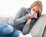 打噴嚏、鼻塞、流鼻涕的症狀,既可能是感冒,也可能是季節性過敏引起的。(Fotolia)