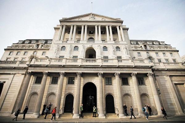 英國央行英格蘭銀行十年來首次提高基準利率。(DANIEL LEAL-OLIVAS/AFP/Getty Images)