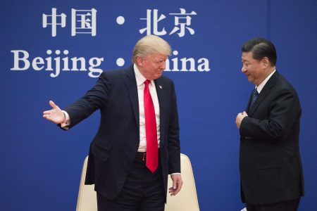 美國與中國並非完全是對抗的態勢,而是如何在亞太地區取得共贏。圖為美國總統川普(左)與中國國家主席習近平(右)。