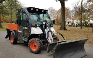 市議員顧雅明撥款購買的鏟雪車(Toolcat),主要用於清理法拉盛凱辛娜公園積雪。 (玉凌格/大紀元)