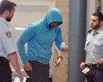悉尼Auburn前副市長莫哈賈(Salim Mehajer,中)在一起撞車事故後被捕。(AAP Image/Dean Lewins)