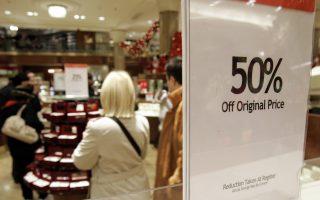网上购物成为最流行的消费方式,而百货公司则排在第二。 (STAN HONDA/AFP/Getty Images)