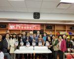 这项给老人中心送火鸡的传统由市议员顾雅明和华商会发起,从2009年开始延续至今。 (玉凌格/大纪元)