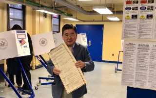 """纽约两华裔市议员 跻身""""最资深""""之列"""