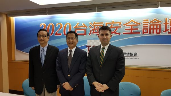 """左起分别为,台湾战略评估协会常务监事胡镇埔、台湾战略评估协会会长林于豹及美国智库""""2049计划""""研究室研究员易思安(Ian Easton)。(吴旻洲/大纪元)"""