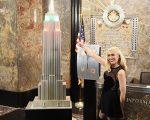 史蒂芬妮為帝國大廈點亮假日燈光。 (Michael Loccisano/Getty Images)