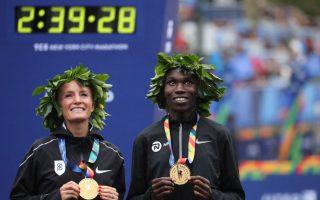 女子組冠軍弗拉納根(左)與男子組冠軍莫沃洛(右) (Elsa/Getty Images)