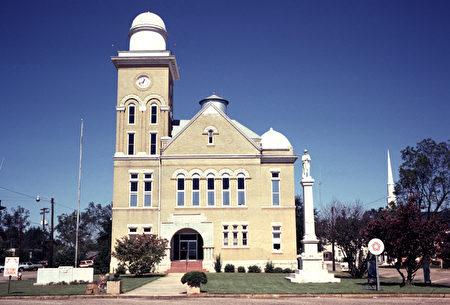 上周二(11月14日)下午,美国阿拉巴马州中部地区居民听到神秘巨响,美国国家航空航天局(NASA)说,该州这个巨大声响的来源是一个谜。图为该州森特维尔。(维基百科公有领域)