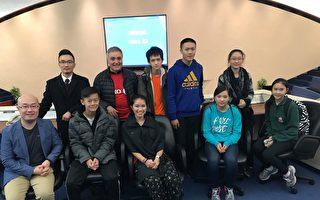 """""""展望""""学员在多伦多市政廰参加模拟市政会议"""