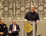 圖:David Schwartz(發言者)為抓到殺兒兇嫌,鍥而不捨追踪20多年,嫌犯終於落網。(易永琦/大紀元)