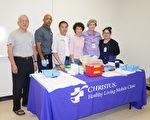 圖:10月24日,中華老人服務協會聯合克瑞斯特斯流動診所(CHRISTUS Mobile Clinic)在僑教中心102室為會員們提供免費流感疫苗注射。(易永琦/大紀元)