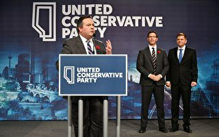 Jason Kenney当选首任UCP党领后,发表现场演说。(黄钟乐/大纪元)