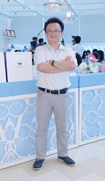 牛記蘭園董事長吳柏宏,期許「艾瑪貝蘭」(Amabilis)能成為台灣蘭花文創商品與美麗事業的代名詞。(黃宗茂/大紀元)