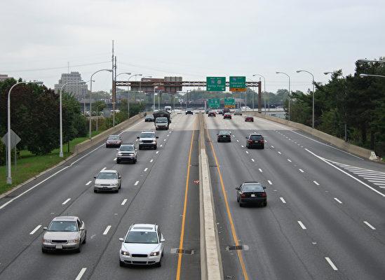 大費城商會主席、賓州前議員萬得林(Robert Wonderling)建議,從道路、橋梁、自來水和污水處理到網絡都要到位。(Fotolia)