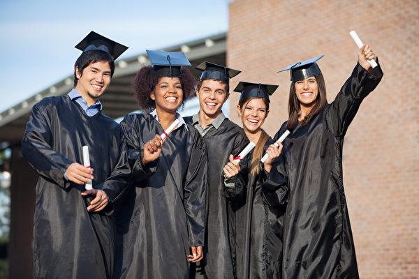 費城商會主席、賓州前議員萬得林(Robert Wonderling)認為對高等教育的重視不容忽視。(Fotolia)