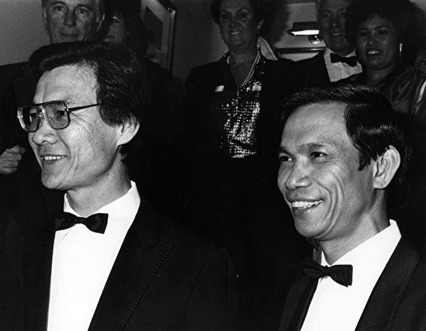 1985年3月5日,柬埔寨裔医生和演员Haing S. Ngor在伦敦的英国电影学院颁奖会上。 (John Gooch/Keystone/Getty Images)