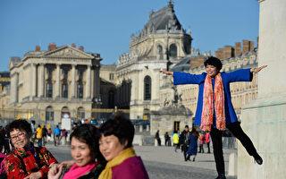 圖為在巴黎旅遊的中國遊客。(Pascal Le Segretain/Getty Images)