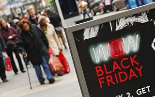 """美国即将进入节日购物季,许多人期待在感恩节过后的""""黑色星期五"""",抢购零售店推出的年度大折扣优惠商品。图为黑色星期五,商家大作促销广告。(Eduardo Munoz Alvarez/Getty Images)"""