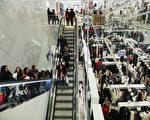 從11月22日開始的感恩節整整一週,每天都有令消費者荷包大開的折扣。(Eduardo Munoz Alvarez/Getty Images)